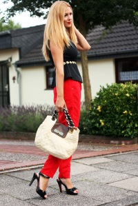 red_black_white_outfit4